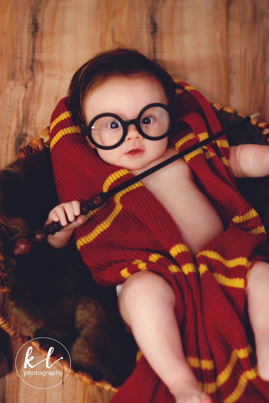 «Малышке очень нравилось жевать волшебную палочку. Когда очки спадали ей на нос, она выглядела так з
