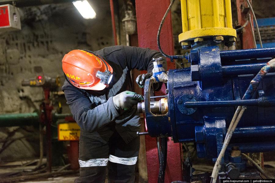 23. Всего на руднике работают 10 насосов мощностью от 180 до 400 кубометров в час.