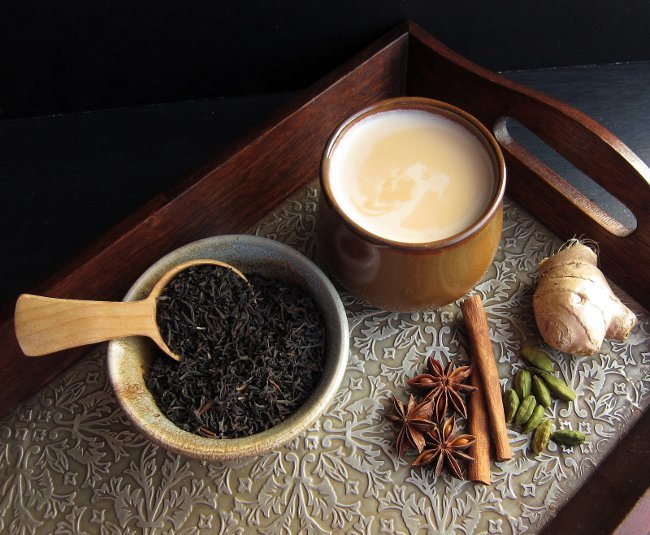 2. Индия Очень популярна сладкая массала, представляющая собой чай со специями. Вкус этого напитка п