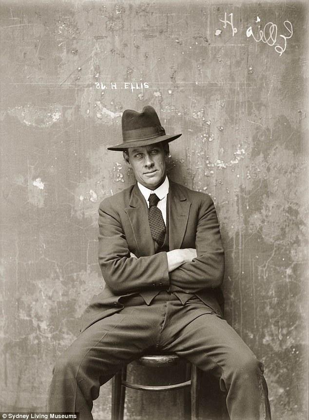Один из самых завораживающих портретов выставки — фотография Герберта Эллиса, который был известным