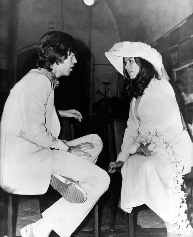 © Eastnews  Джаггер иего невеста, адвокат поправам человека, перед бракосочетанием в1971го