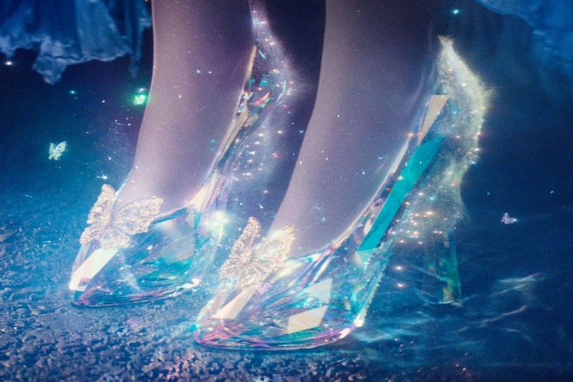 Ученые Англии узнали высоту каблука хрустальных туфелек Золушки