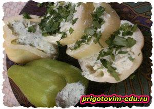 Болгарский перец, фаршированный сырным соусом