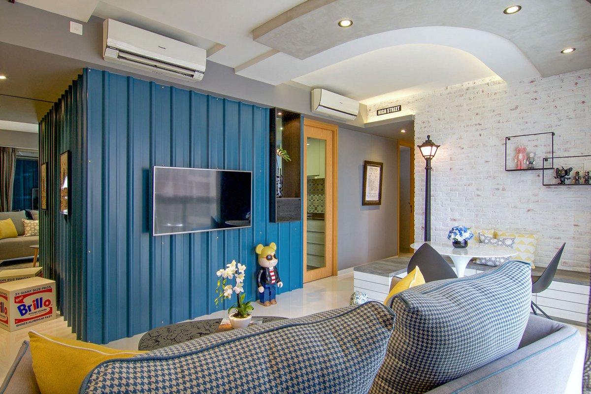 Белая кирпичная стена в интерьере квартиры