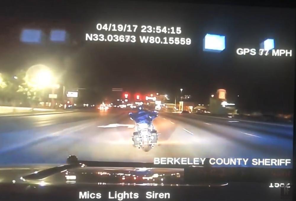 Мотоциклист погиб в результате преследования в Южной Каролине (видео)