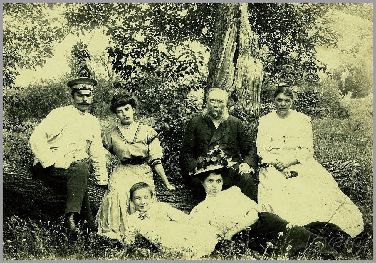 Семья Пятницких. 1906