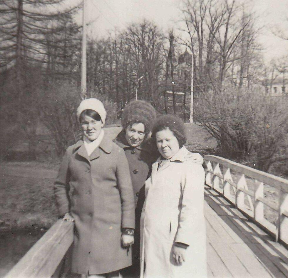 1972. На прогулке в Гатчинском парке