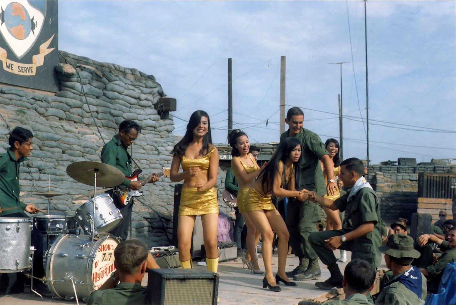 young-us-soldiers-in-vietnam-war-1.jpg