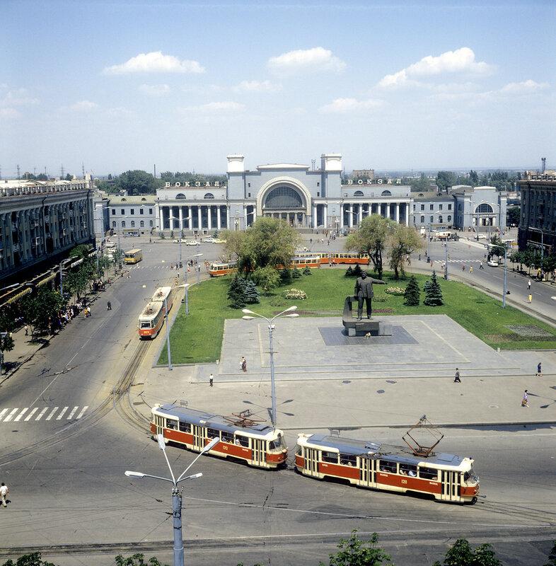 1983 Площадь имени Петровского в Днепропетровске. Б. Елин.jpg