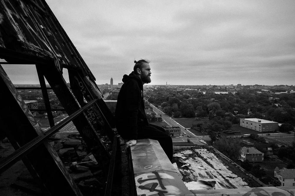 Литовец делает фотографии, чтобы справиться с головными болями после ДТП