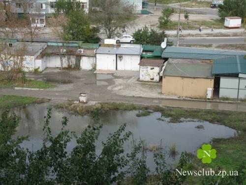 В Запорожье за ночь появилось озеро (фото)