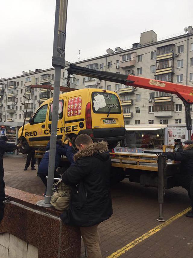 """Столицу """"зачистили"""" от автомобилей с кофе и уличной едой, - депутат Киевсовета Андреев. ФОТОрепортаж"""