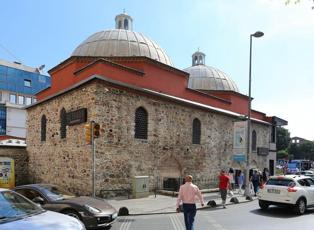 Стамбул. Квартал Ортакёй (Hüsrev Kethüda Hamamı)