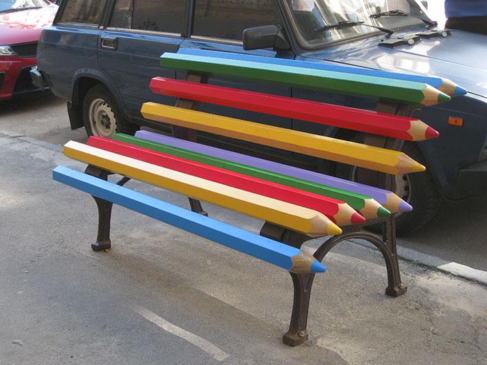 Скамейка из цветных карандашей, Киев.