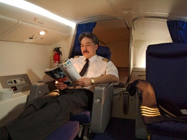 © Boeing  Стюардессы вежливы, доброжелательны итерпеливы, несмотря накапризы пассажиров ика