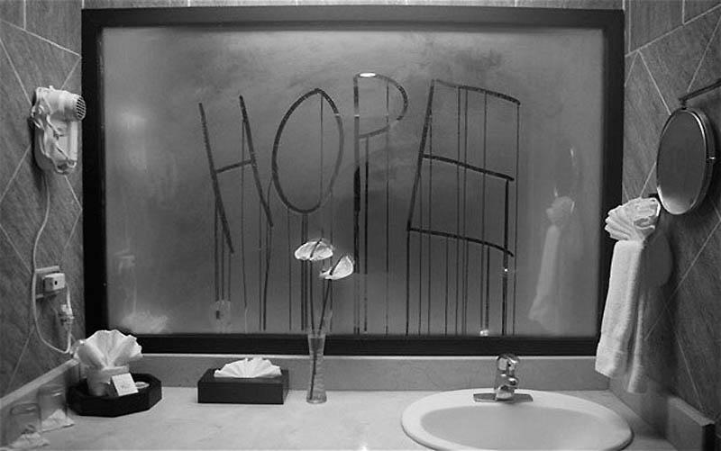 10. Оставьте сообщение на зеркале Прежде чем выйти из туалета, напишите на зеркале сообщение, наприм