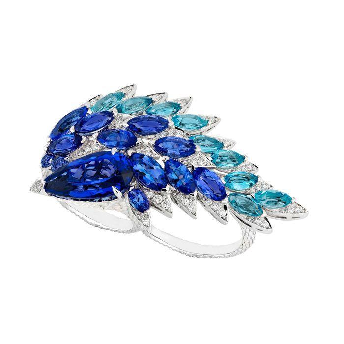 2. Голубое крыло от Stephen Webster Стоит только взглянуть на украшение, как сразу становится понятн