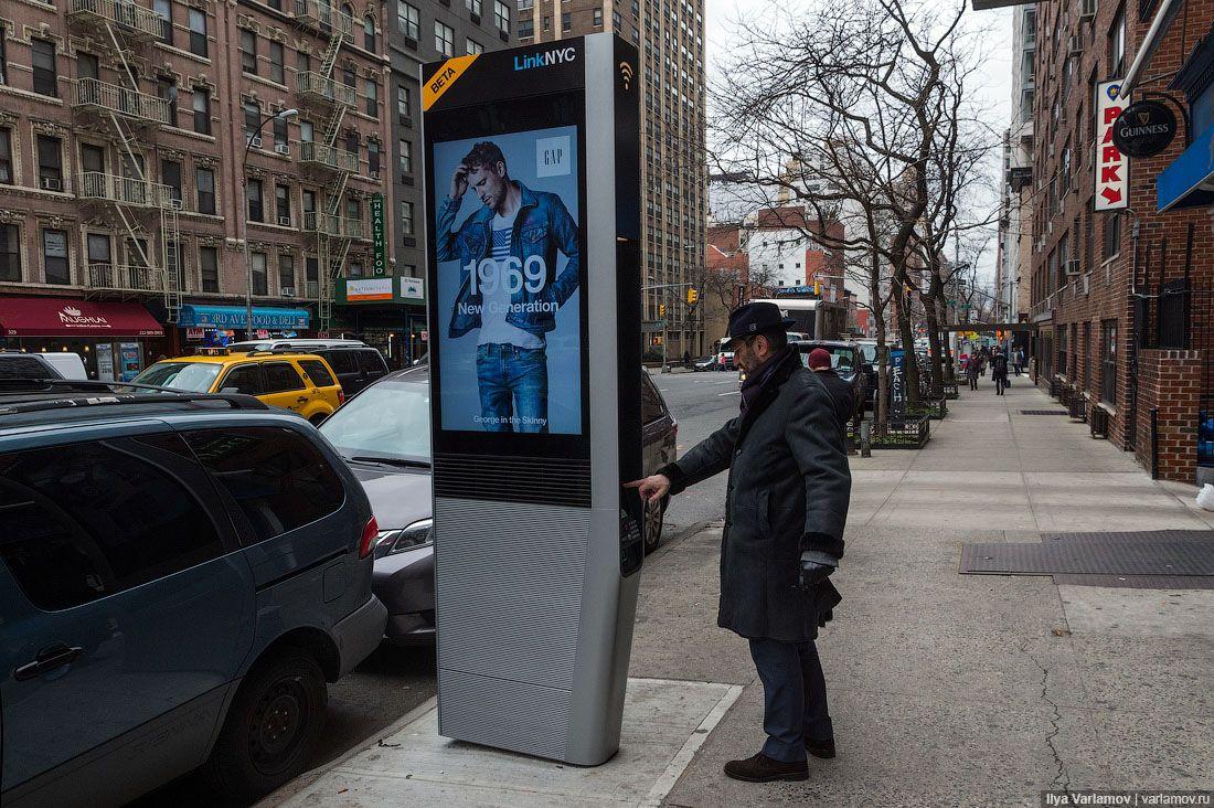 Еще в Нью-Йорке не спешат убирать строительные леса.