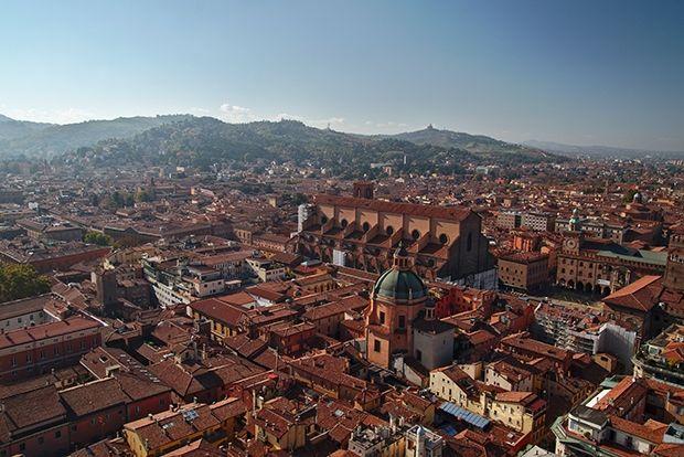 Болонья, Италия, 69 евро в сутки Старейший университетский центр Европы и кулинарная столица Италии.