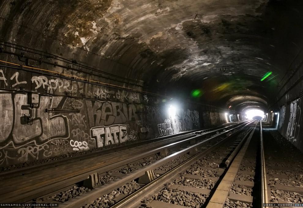 3. Главная особенность Парижского метро — бесконечное граффити, тянущееся на всем протяжении от