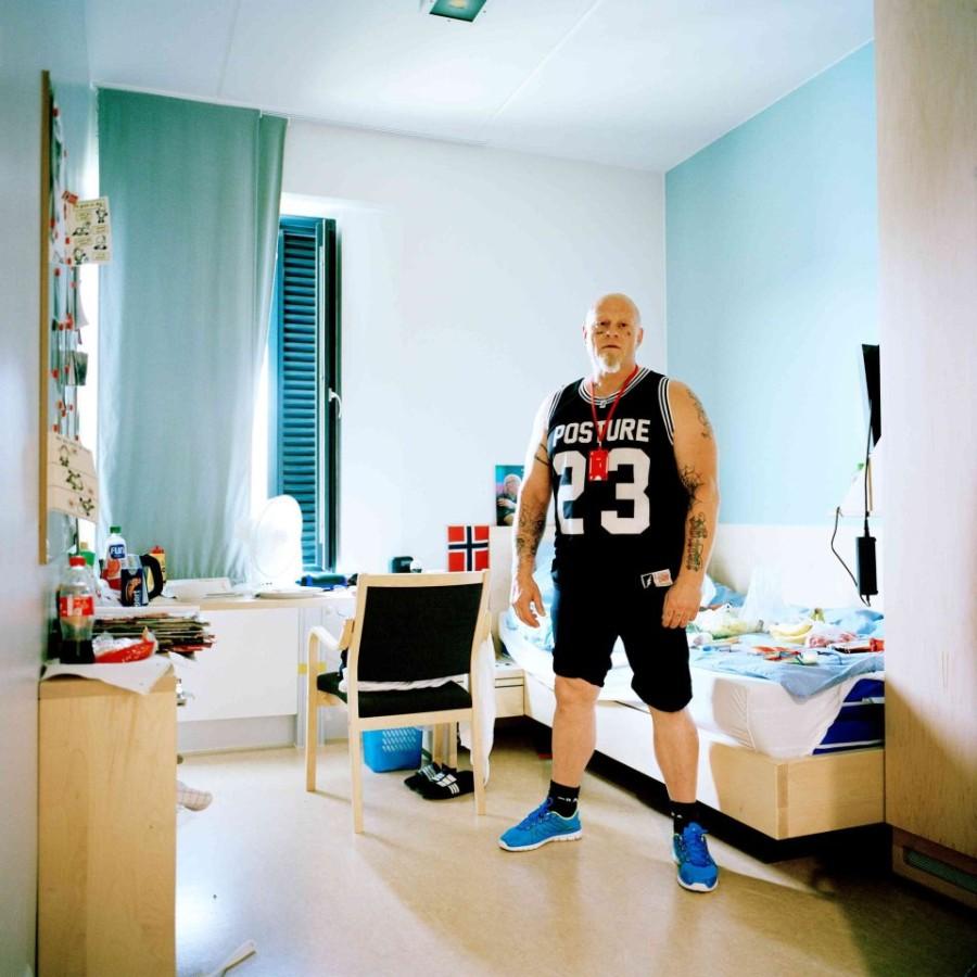 7. Заключенный Том в своей камере, находящейся в отделении для тех, кто лечится от наркомании.