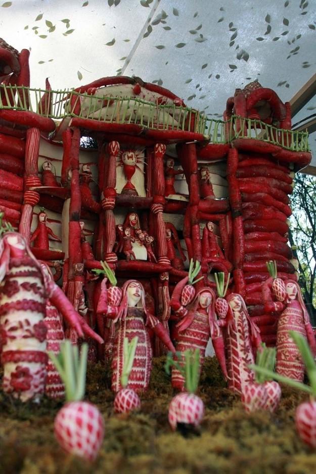 Мексика 23 декабря в мексиканском городе Оахака отмечается Ночь редиса, когда жители вырезают из ред