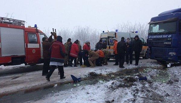 ВЖитомирской области фура столкнулась срейсовым автобусом