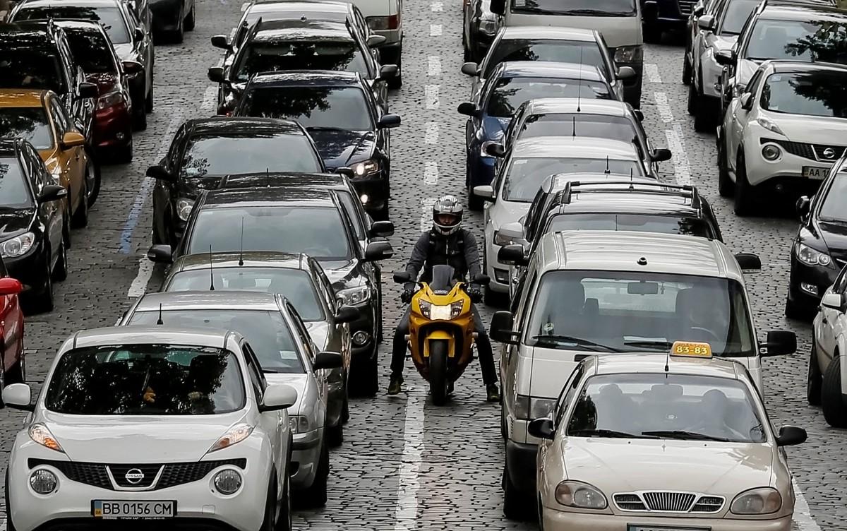 В Украинское государство активно завозят новые автомобили