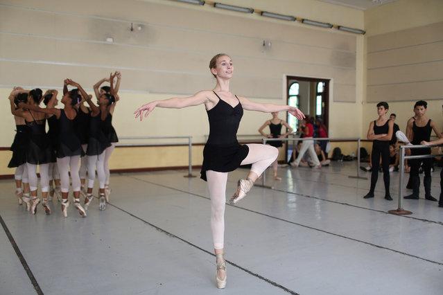 An American Dance Student in Havana (16 pics)