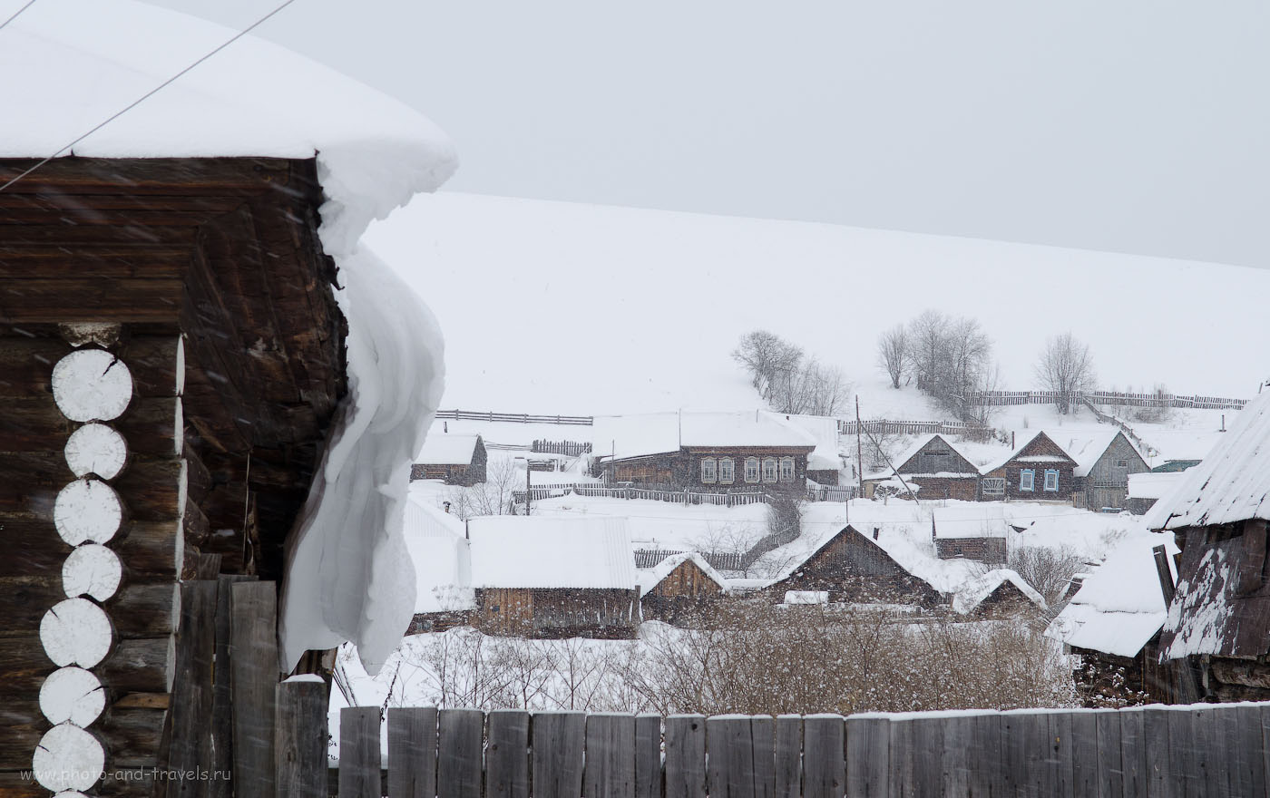 """Фотография 17. Снег на селе. Если бы ввел коррекцию экспозиции в плюс, мог бы назвать снимок """"Белое безмолвие""""."""