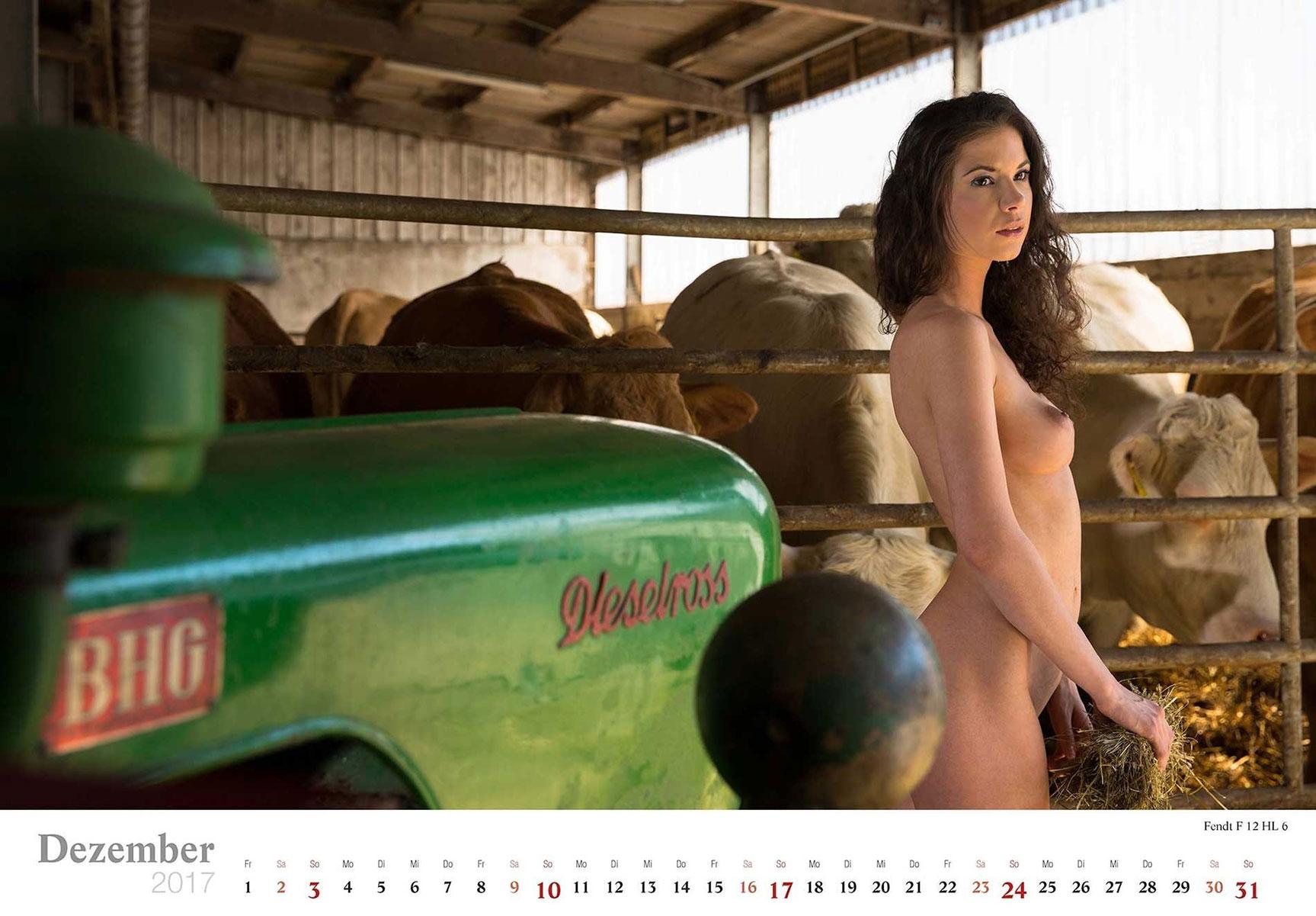 Девушки и трактора в эротическом календаре 2017 / Fendi F 12 HL 6 - Jungbauerntraume calendar 2017