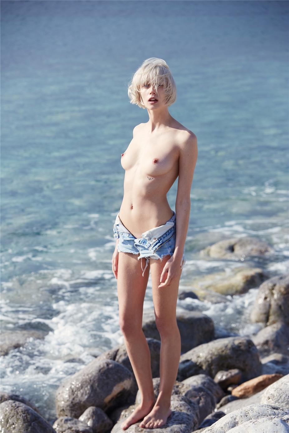 Обнаженные девушки на пляжах Ибицы / Ibiza Nudes by Diane Betties - Aleks