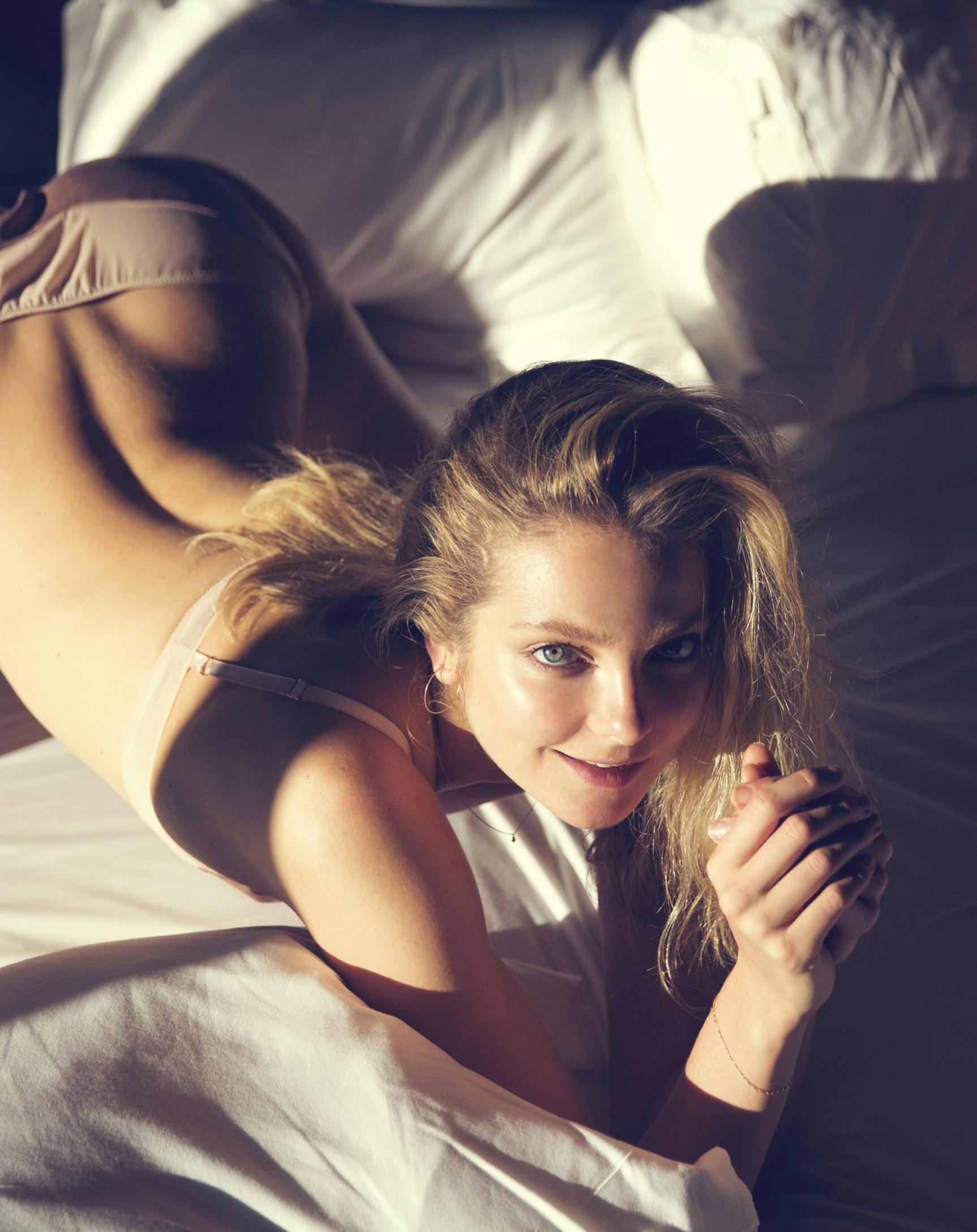 Девушка месяца Энико Михалик / Eniko Mihalik by David Bellemere - Playboy US december 2016 playmate