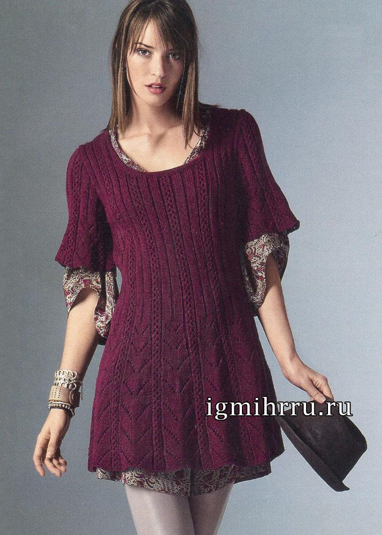 Расклешенное бордовое мини-платье с дорожками ажурных узоров. Вязание спицами