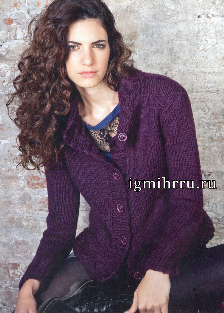 Женственный лилово-бордовый жакет с воротником в виде косы. Вязание спицами