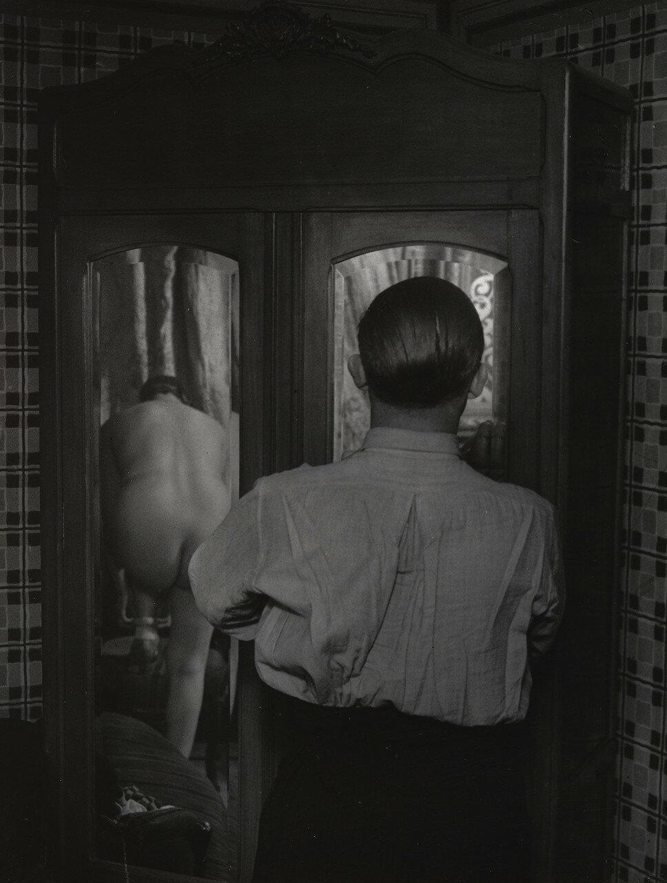 1932. Зеркальный шкаф в борделе на рю Киканпуа, Париж