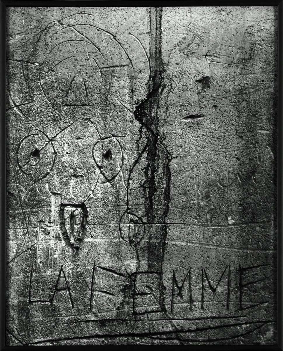 1930. Граффити в проходе Прево