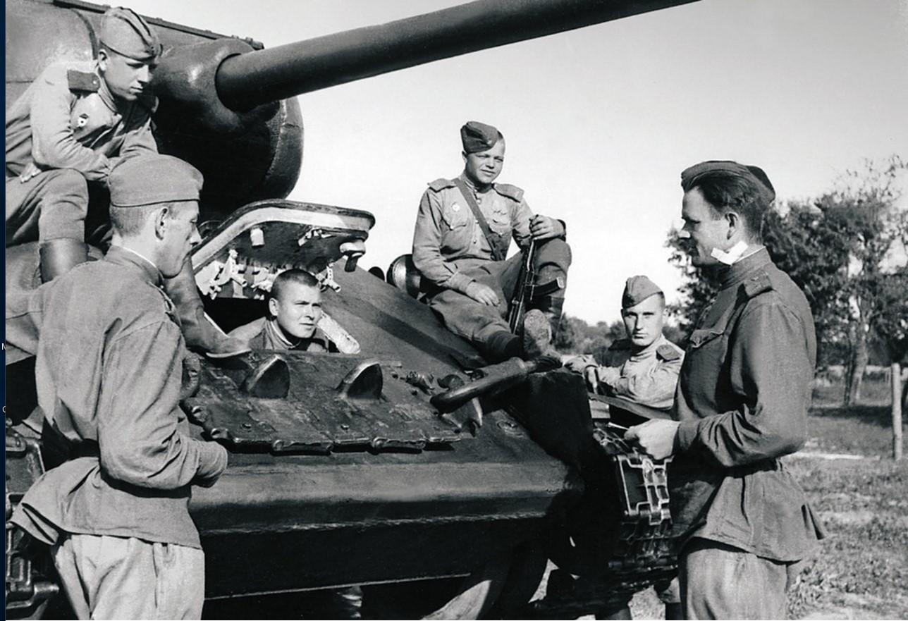 Граница Польши и Германии. Экипаж танка 3-го танкового батальона 63-й гвардейской Челябинской танковой бригады