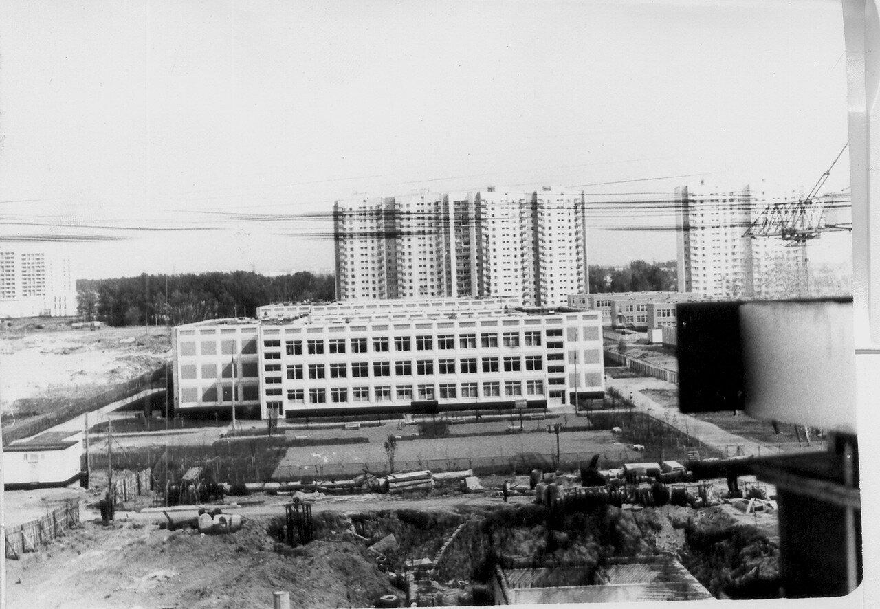 1987.  Вид на школы на улице Авиаторов