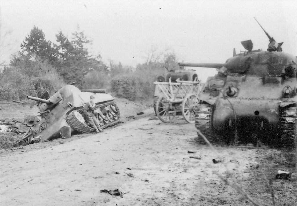 """Танки M4A2 """"Шерман"""" из 32-го тп подбитые в р-не г. Ковель 5 апреля 1944 года."""