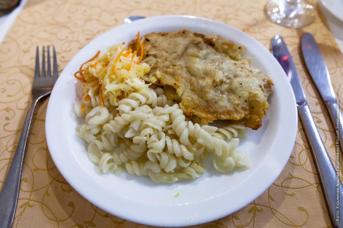 Свинина «Бризоль», макаронные изделия отварные, салат из свежей капусты