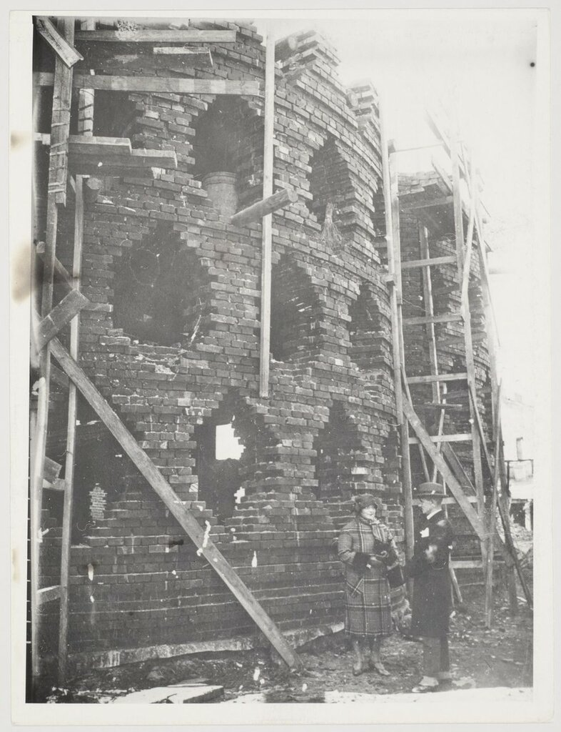 1927-29 View of the Melnikov residence under construction showing Melnikov and his wife.jpg