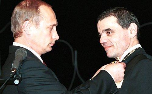 20000708-Президент наградил Константина Райкина орденом «За заслуги перед Отечеством» IV степени