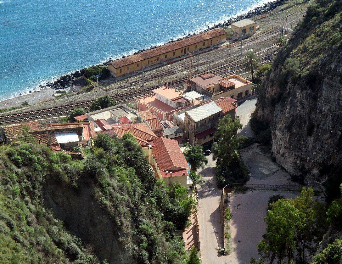 Станция Таормина-Джардини  (Stazione di Taormina-Giardini)