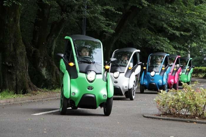 Компания Toyota начала испытания своего «тротуарного» автомобиля (3 фото)