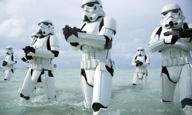 В декабре также выходит первый из запланированных спин-оффов «Звездных войн», действие которого прои