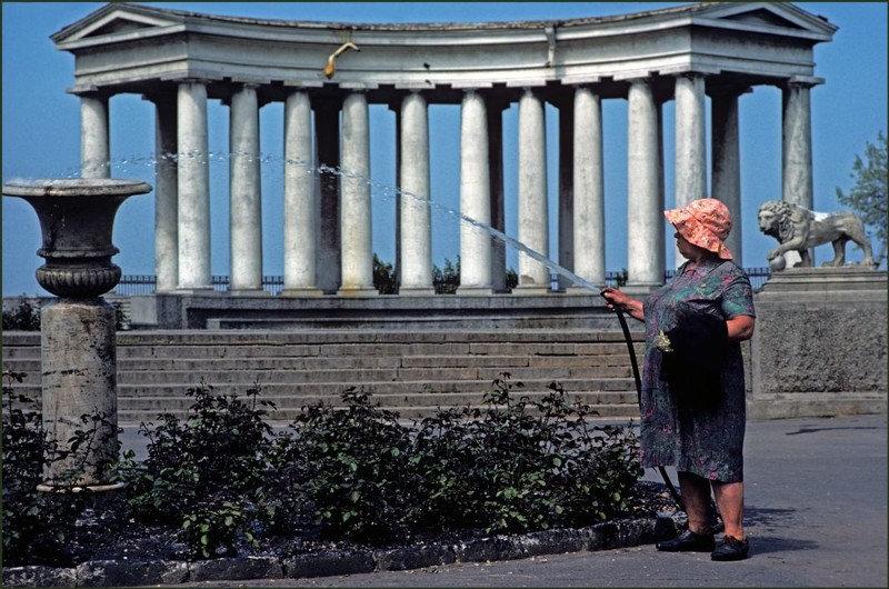 Перед колоннадой Воронцовского дворца.