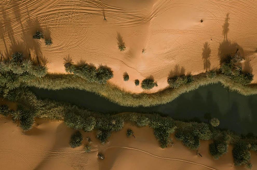 15. Озеро Умм аль-Маа в пустыне Убари. Озеро потихоньку высыхает из-за повышенного орошения. (George