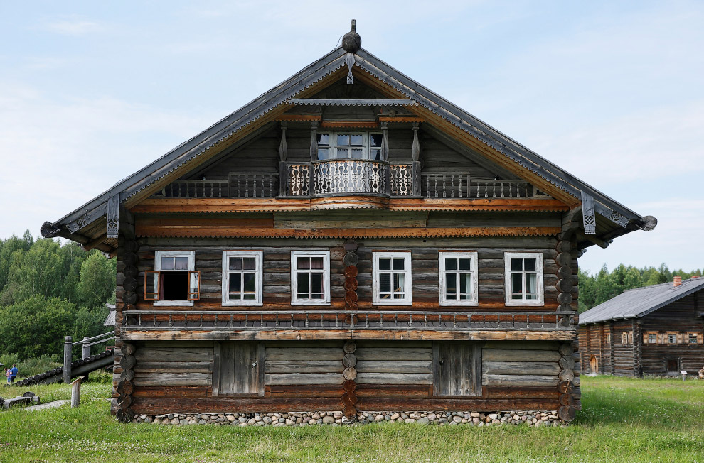12. Детали дома в Калужской области России, 21 июля 2016. (Фото Maxim Shemetov | Reuters):