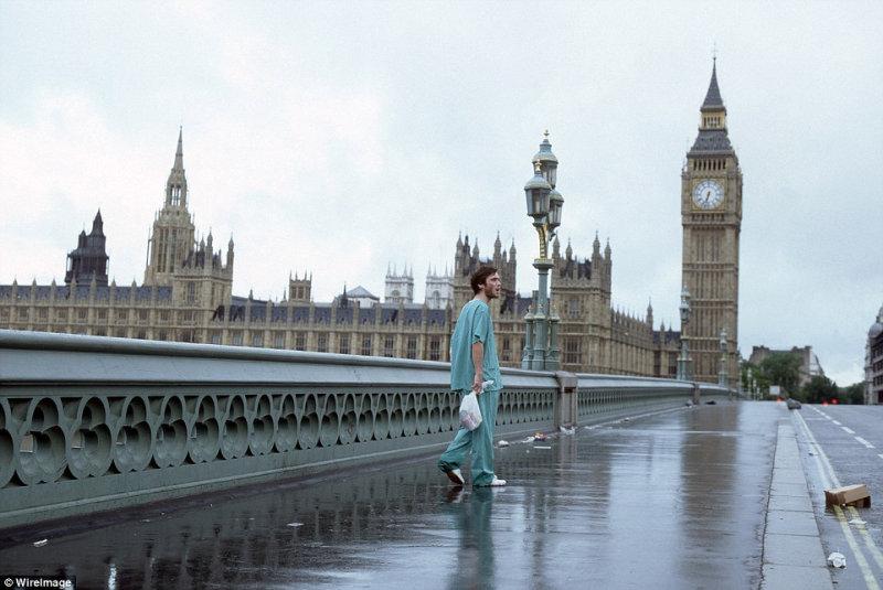 Киллиан Мёрфи в фильме про зомби «28 дней спустя» (2002), который снимался в Лондоне в пред